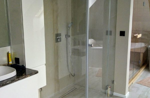 dlaczego warto wykonac szklana kabine prysznicowa na zamowienie